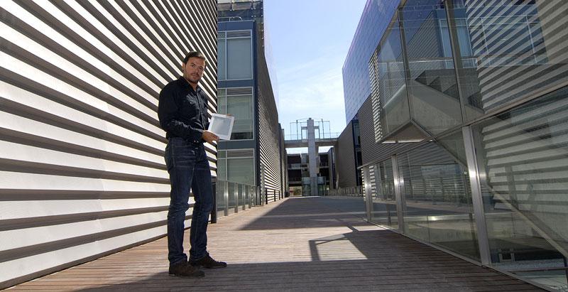Jorge Mestre, con el Kindle. Foto: Xaume Olleros