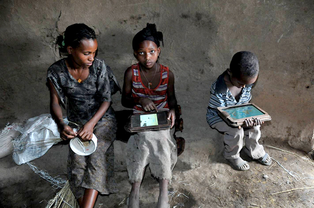 Experimento de Negroponte con iPads en Etiopía